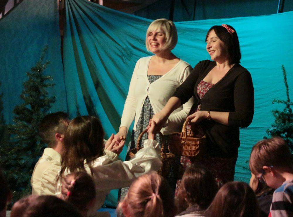 Schneeweißchen und Rosenrot bekommen einen Heiratsantrag